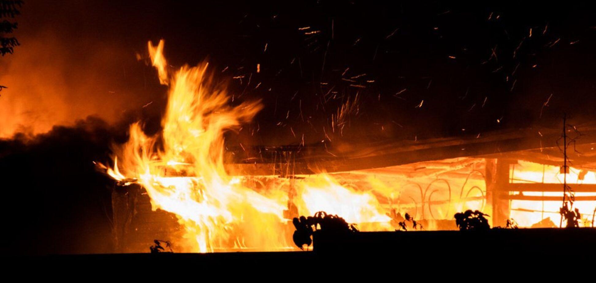Дим до небес: у центрі Києва трапилася масштабна пожежа. Фото