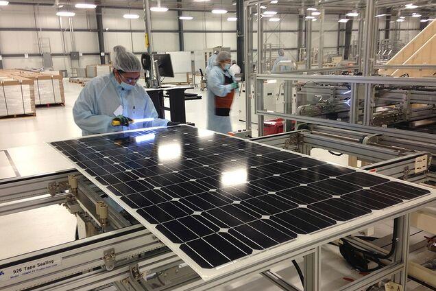 Проверка качества солнечной панели на производстве