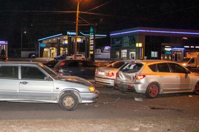 У Дніпрі зіштовхнулися 4 автомобілі
