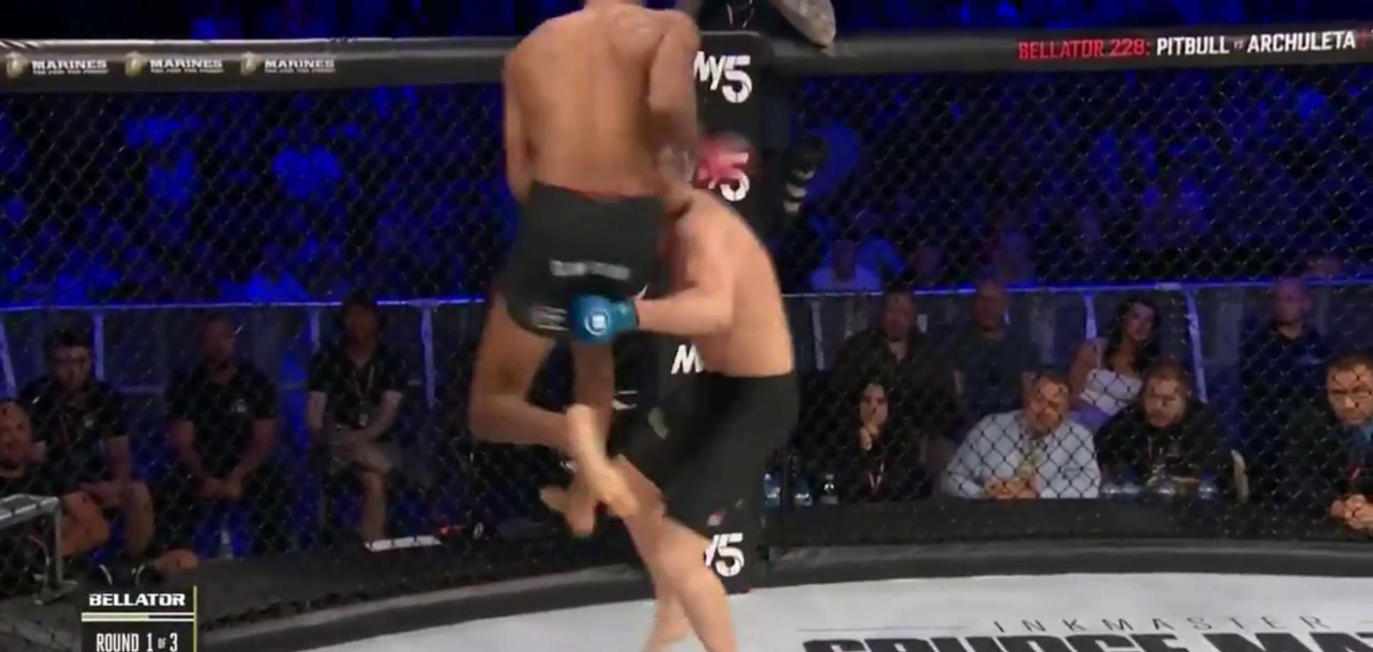 Боец MMA нокаутировал невероятным ударом коленом в полете - опубликовано видео