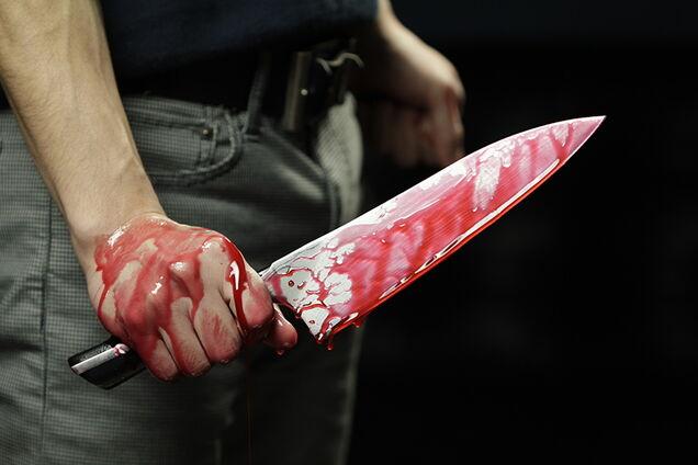 Мужчина зарезал жену