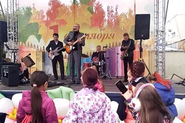 'Напевно, був я бухий': у Росії школярів привітали 'чаркою горілки', кальяном і ОМОНом. Відеофакт