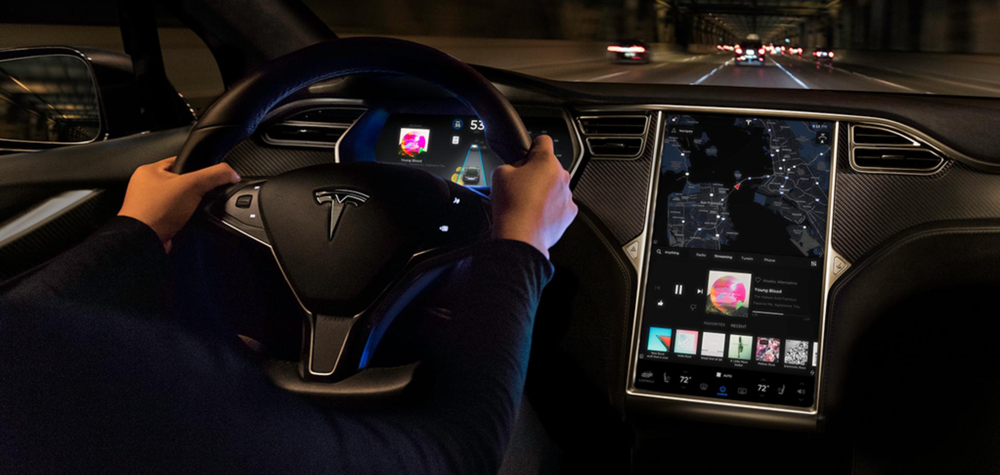 Подорожі 'наосліп' і караоке: Tesla оновила електрокари безліччю нових функцій