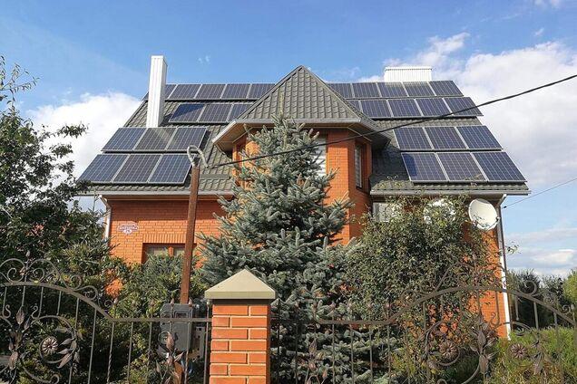 Сонячні панелі на будинку Олександра Пизи
