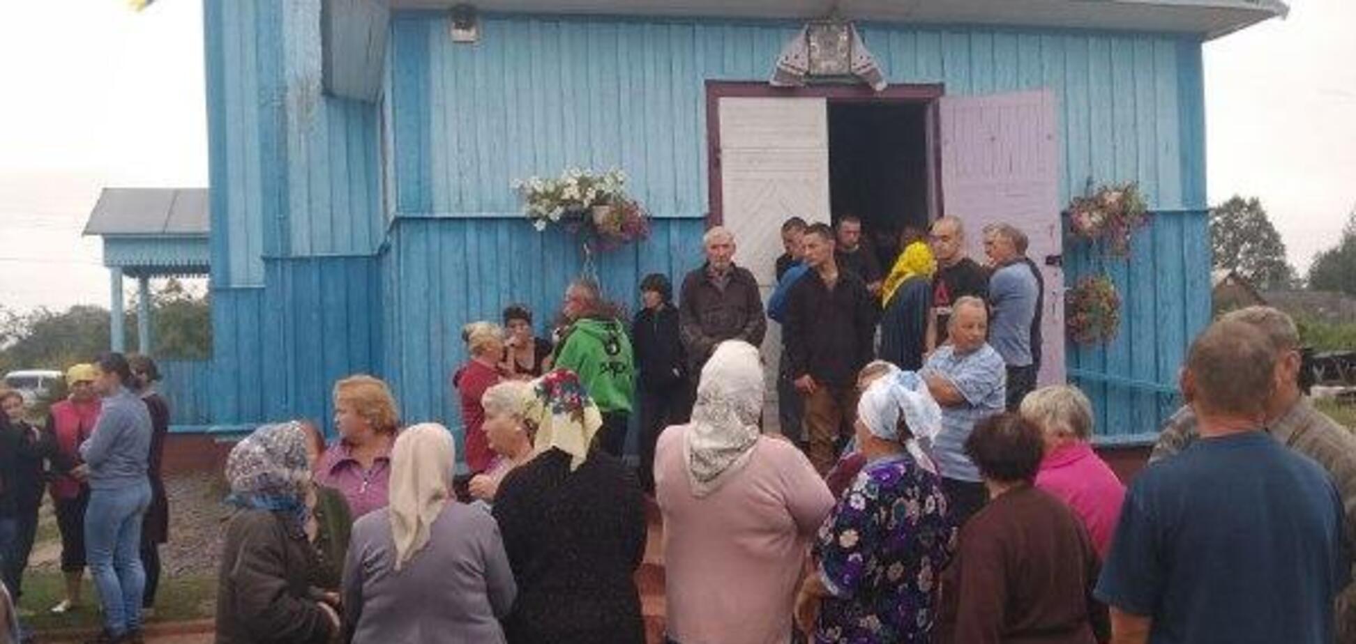 На Рівненщині парафіяни побилися за храм