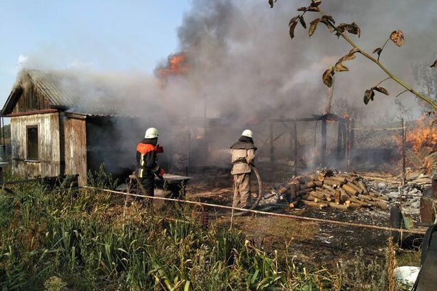 На Київщині спалахнула масштабна пожежа