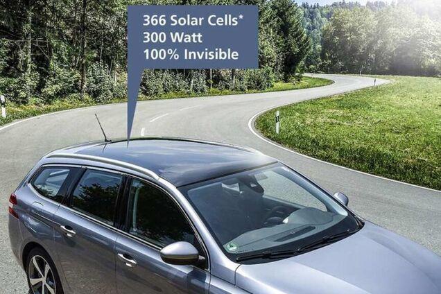 Демонстрація встановленої на даху ДВС-авто сонячної панелі