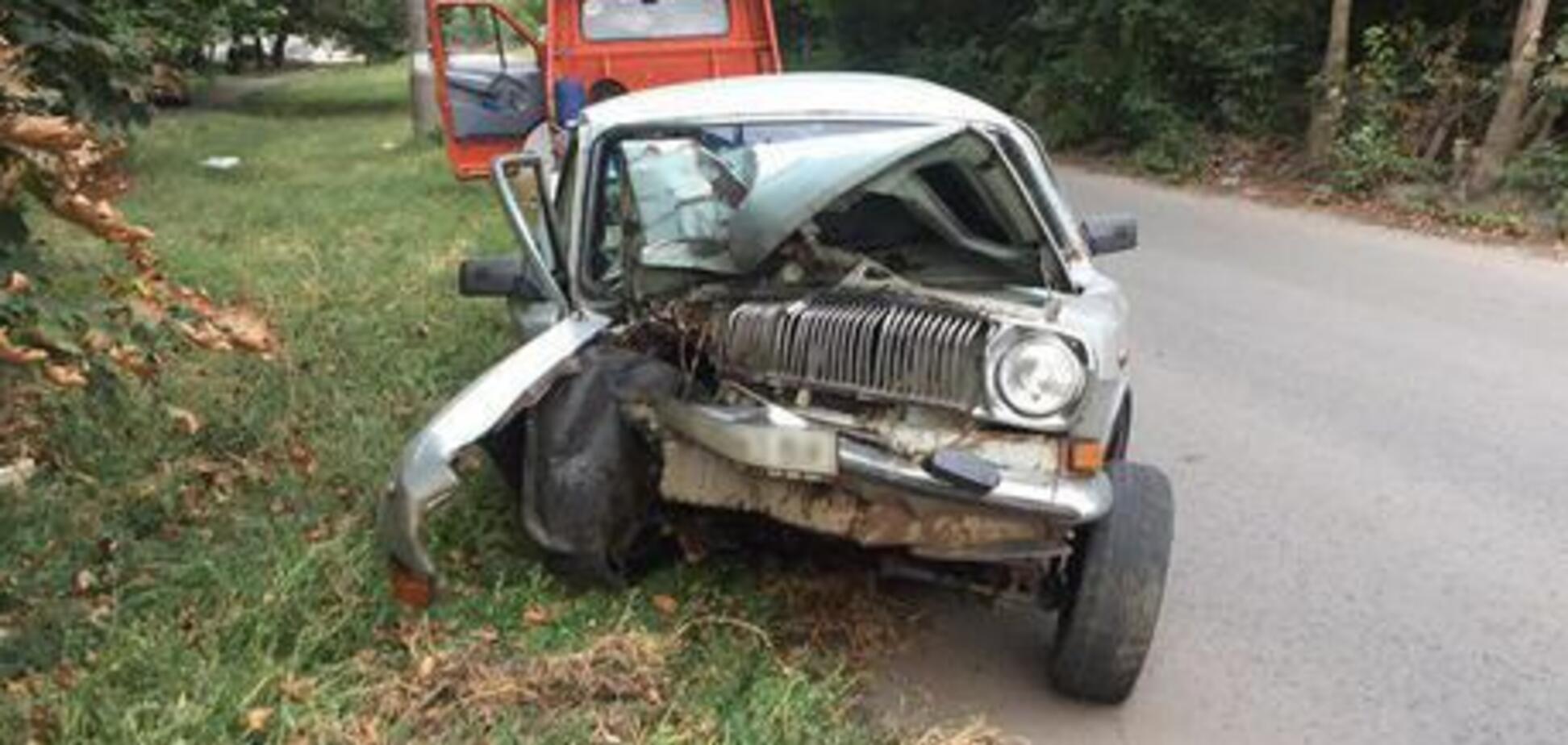Понівечене авто і покалічений пасажир: в Кривому Розі сталася страшна ДТП
