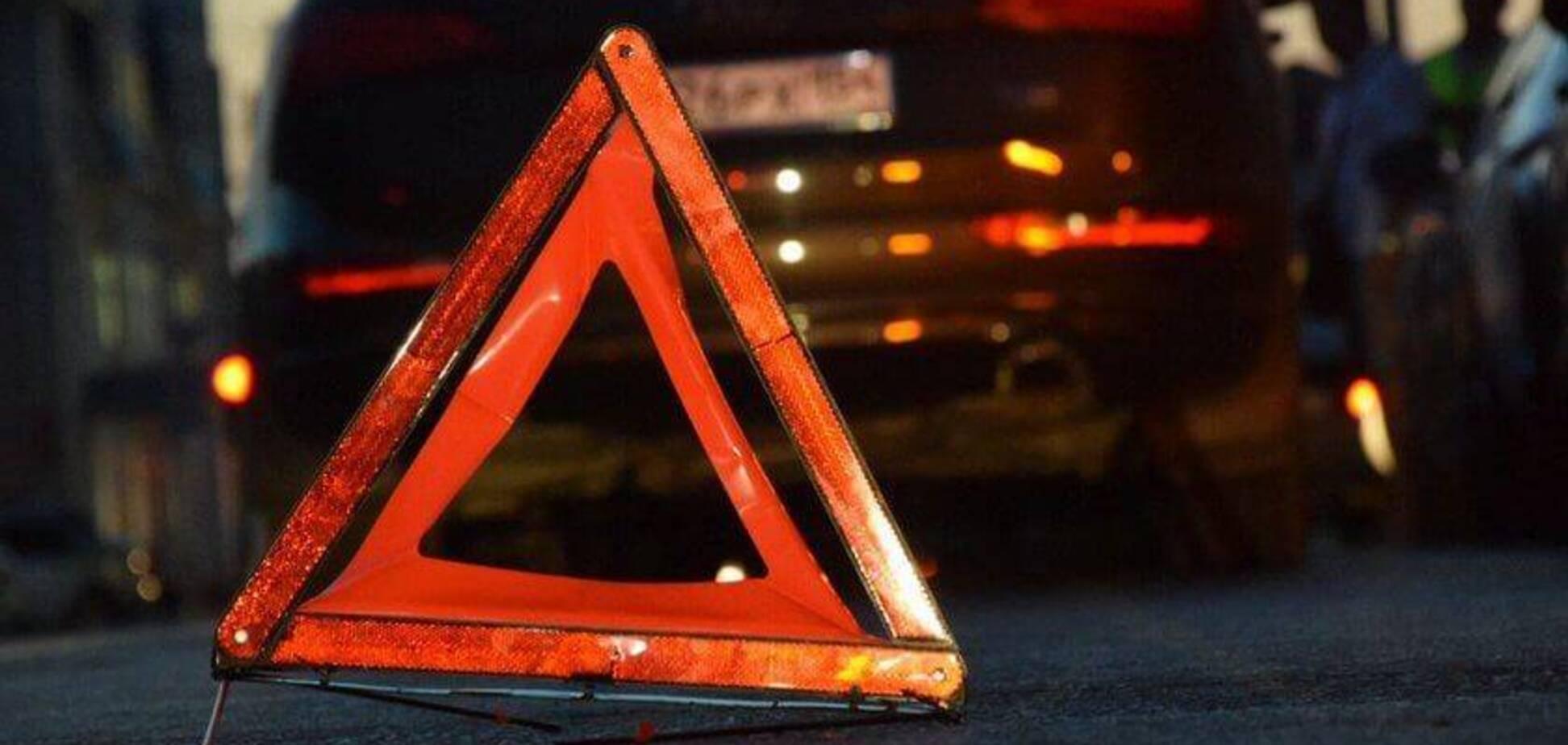 Повалене дерево і розбита голова: в Дніпрі сталася серйозна ДТП
