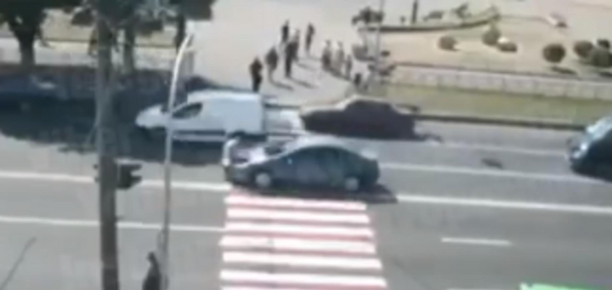 Під Києвом авто на зебрі збило чоловіка