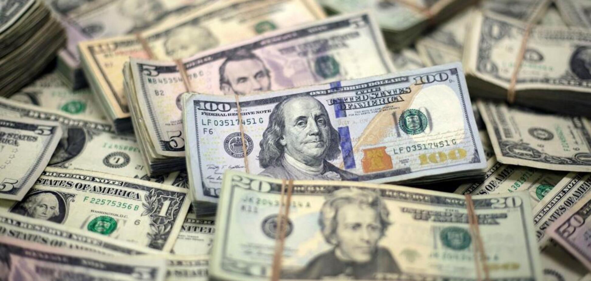 Рекордний курс долара: аналітики розповіли, коли не можна купувати валюту