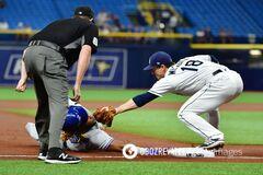 Бейсболисту в матче удался трюк из 'Матрицы': опубликовано видео