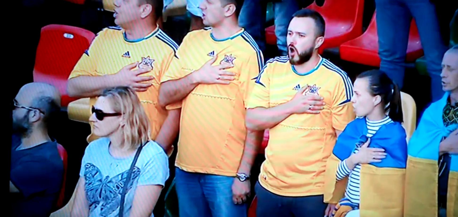 Стадион в Литве фантастически исполнил гимн Украины перед матчем отбора Евро-2020