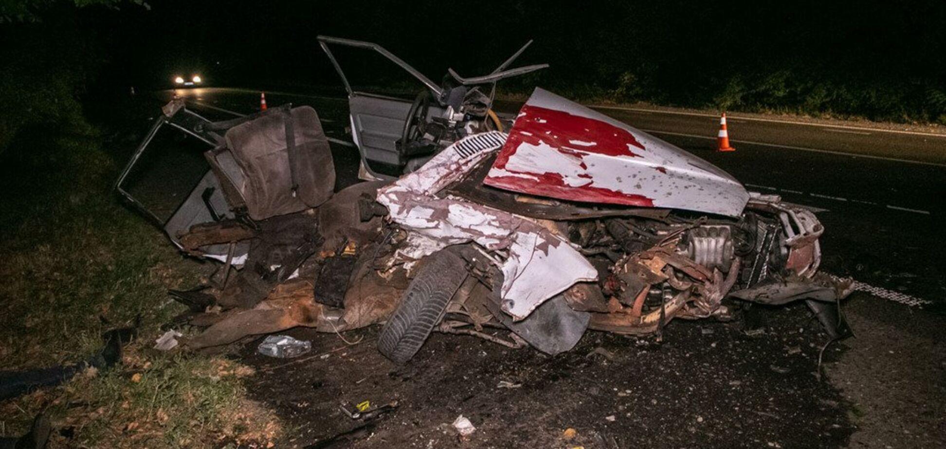 У ДТП під Києвом авто розірвало на частини