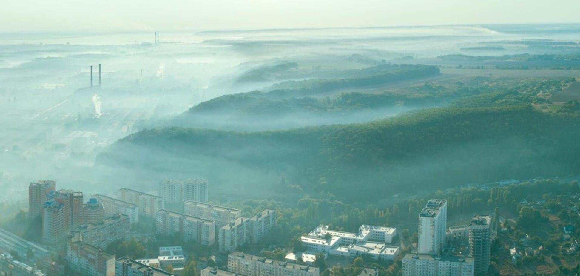Под Киевом город затянуло дымом