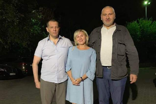 Роман Сущенко, Анжела Сущенко, Марк Фейгін за кілька годин після звільнення українця з полону