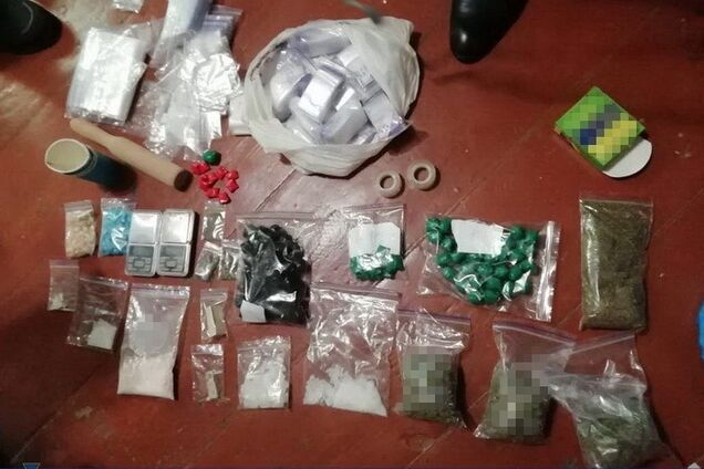 СБУ вилучила у жителя Дніпра майже кілограм наркотиків