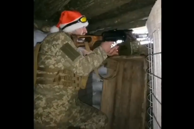 В сеть попало видео Нового года на передовой