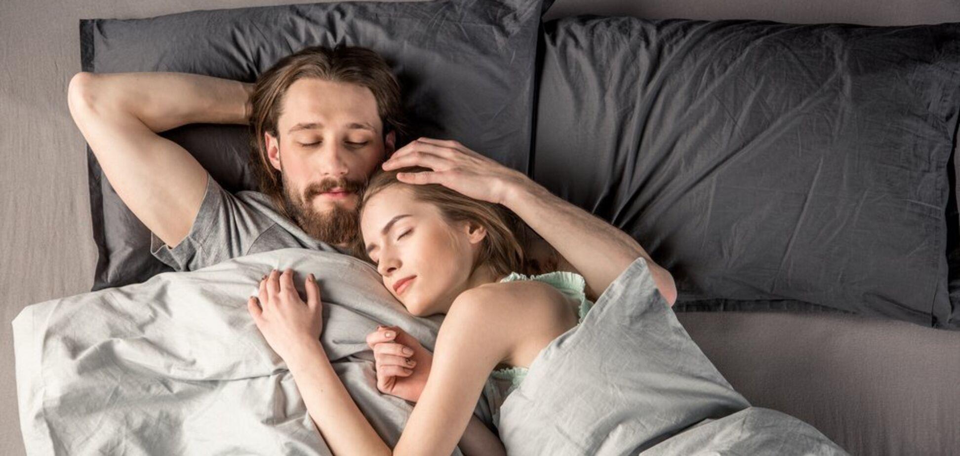 Спіть поруч! Психолог розкрив секрет щасливих стосунків
