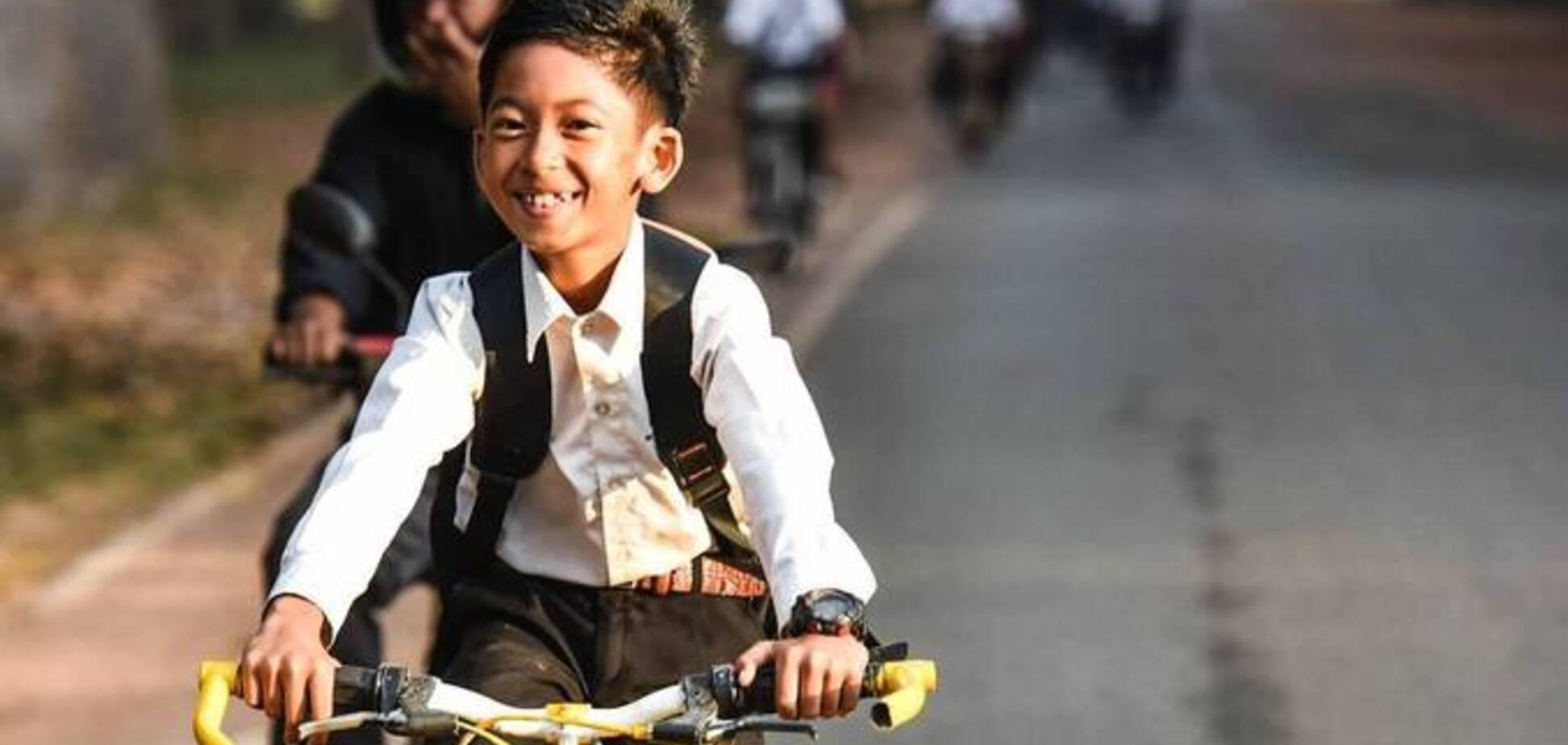 Випадково вивчив 15 мов! Десятирічний школяр з Камбоджі вразив світ