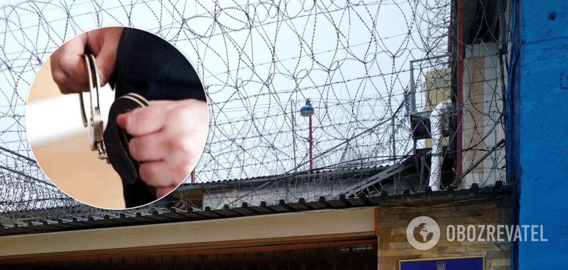 Резиновые дубинки и наручники: выяснились детали ЧП в колонии Харькова