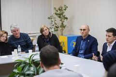 'Ни приглашения, ни поддержки!' Родные погибшей пассажирки обвинили Зеленского в пиаре на трагедии