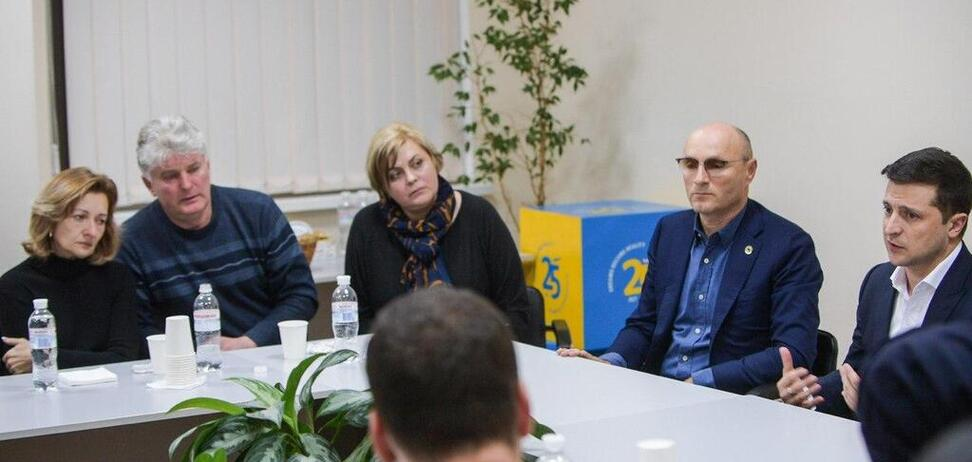 'Ні запрошення, ні підтримки!' Рідні загиблої пасажирки звинуватили Зеленського в піарі на трагедії