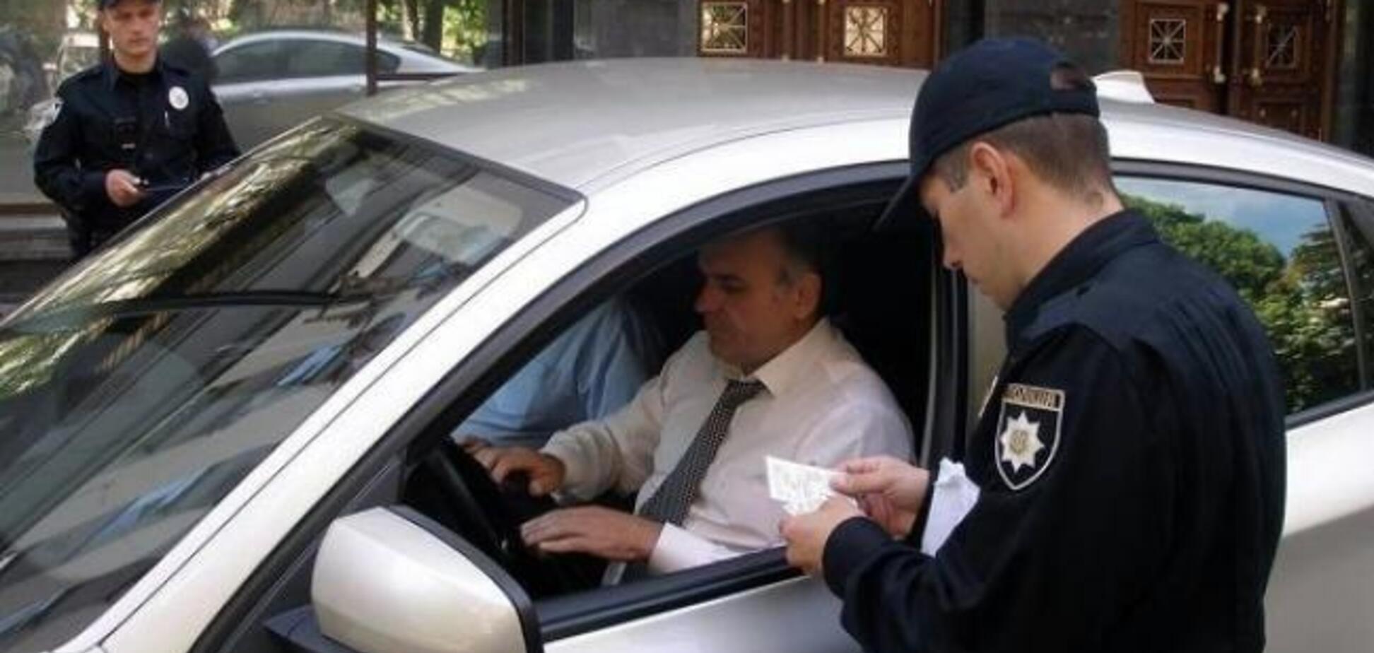 Непредъявление водительских прав нельзя считать злостным неповиновением — Суд