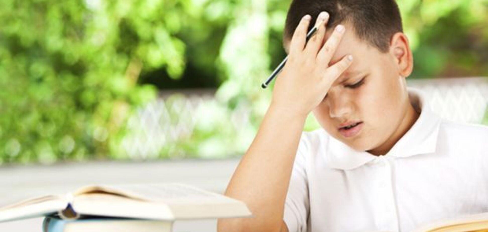Першокласник погано читає і йому нудно: як зацікавити дитину