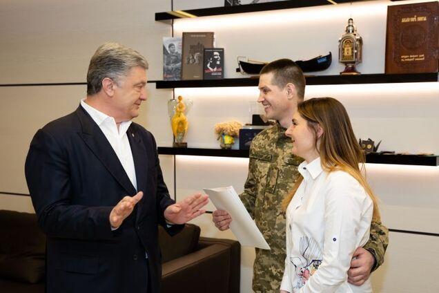 Петр Порошенко приобрел квартиру танкисту, освобожденному из российского плена