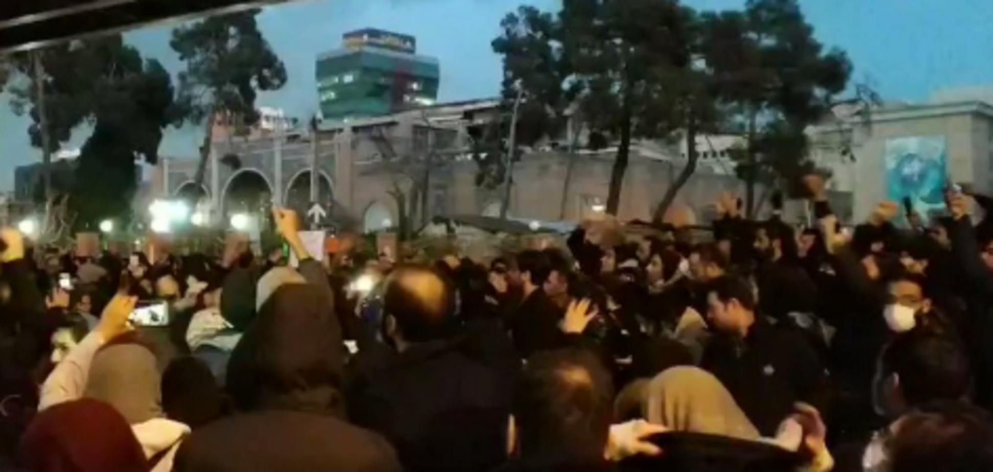В Иране разгорелись протесты из-за трагедии ссамолетом