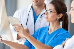 'Що занадто, то не здраво': відома лікарка розповіла про непотрібні медпроцедури