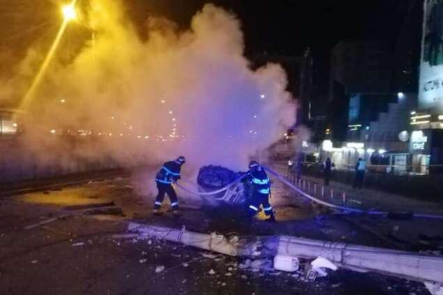 У Києві переповнене авто влетіло в стовп