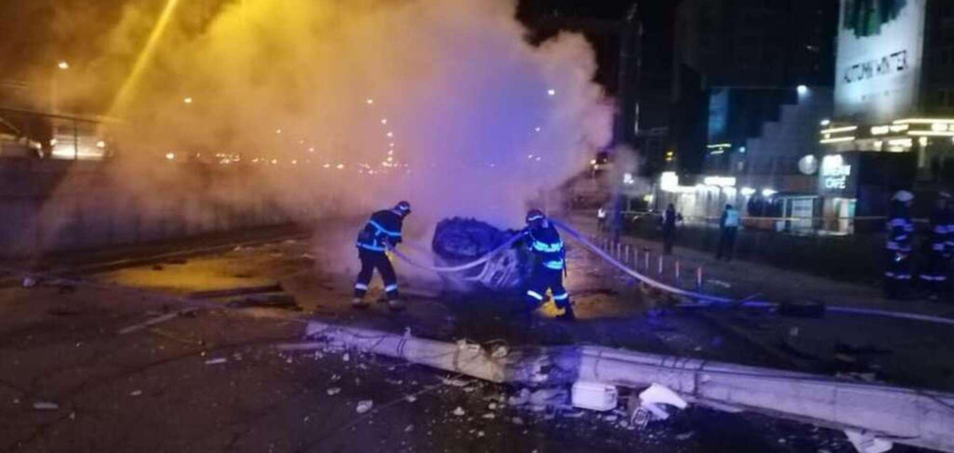 В Киеве переполненное авто влетело в столб: водитель сгорел заживо