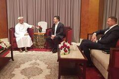 Зеленський їздив в Оман до Суркова? З'явилися неоднозначні дані про візит президента