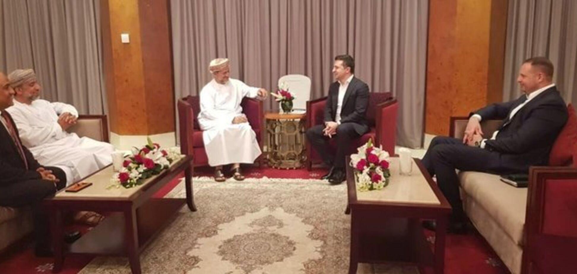 Зеленский ездил в Оман к Суркову? Появились неоднозначные данные о визите президента