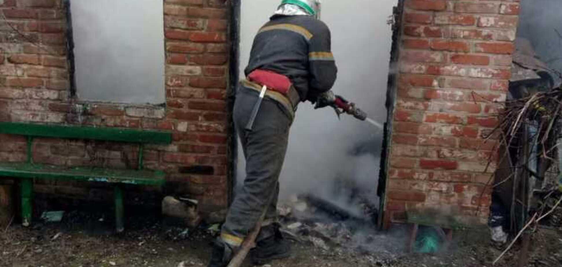 Під Дніпром на пожежі рятувальники знайшли обгоріле тіло чоловіка. Фото