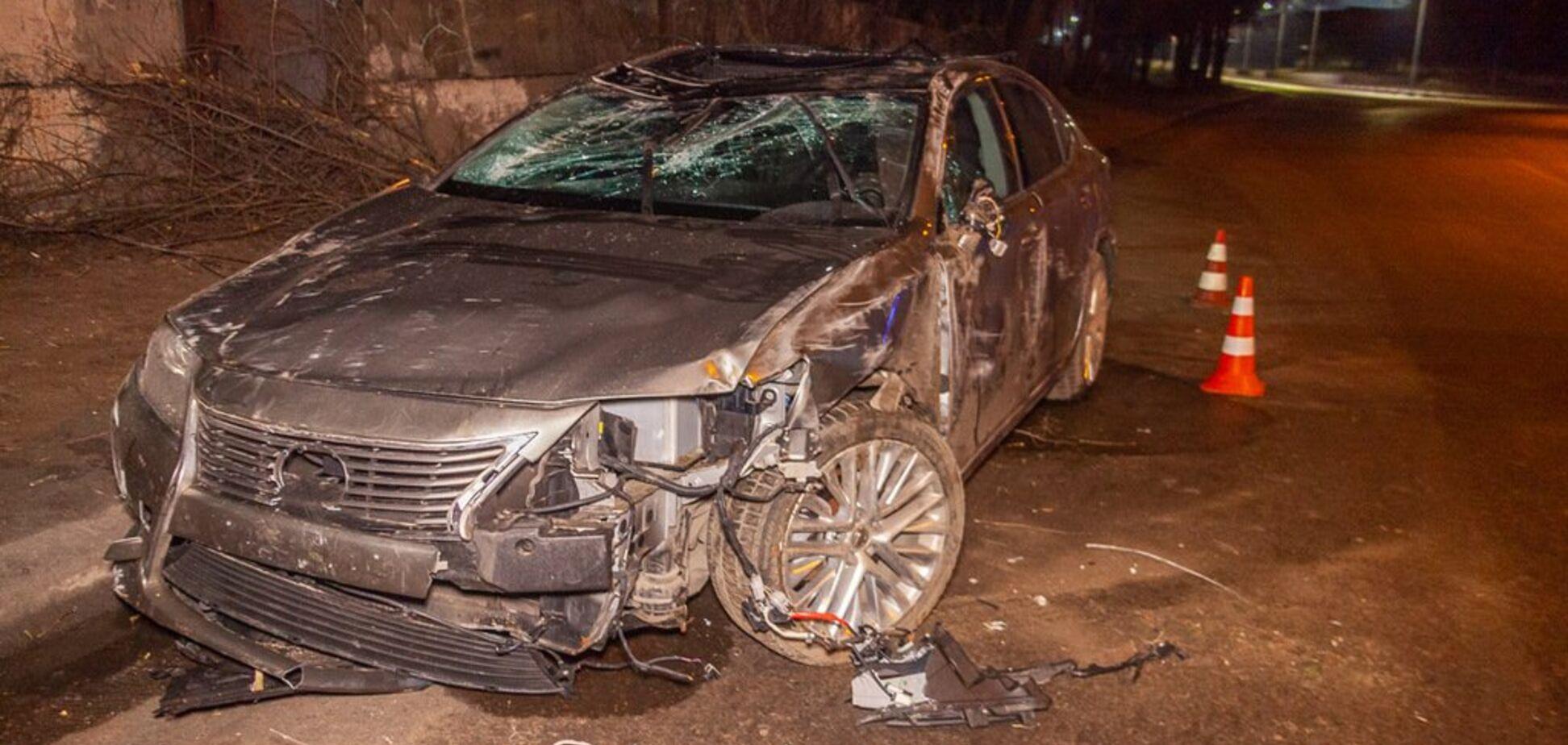 Авто розбите вщент: в Дніпрі через ожеледицю трапилася ДТП з переворотом