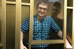 'Прив'язали до тросу наручниками': дружина в'язня Кремля розповіла про тортури окупантів