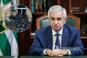 Под давлением оппозиции: 'парламент' Абхазии принял отставку 'президента'