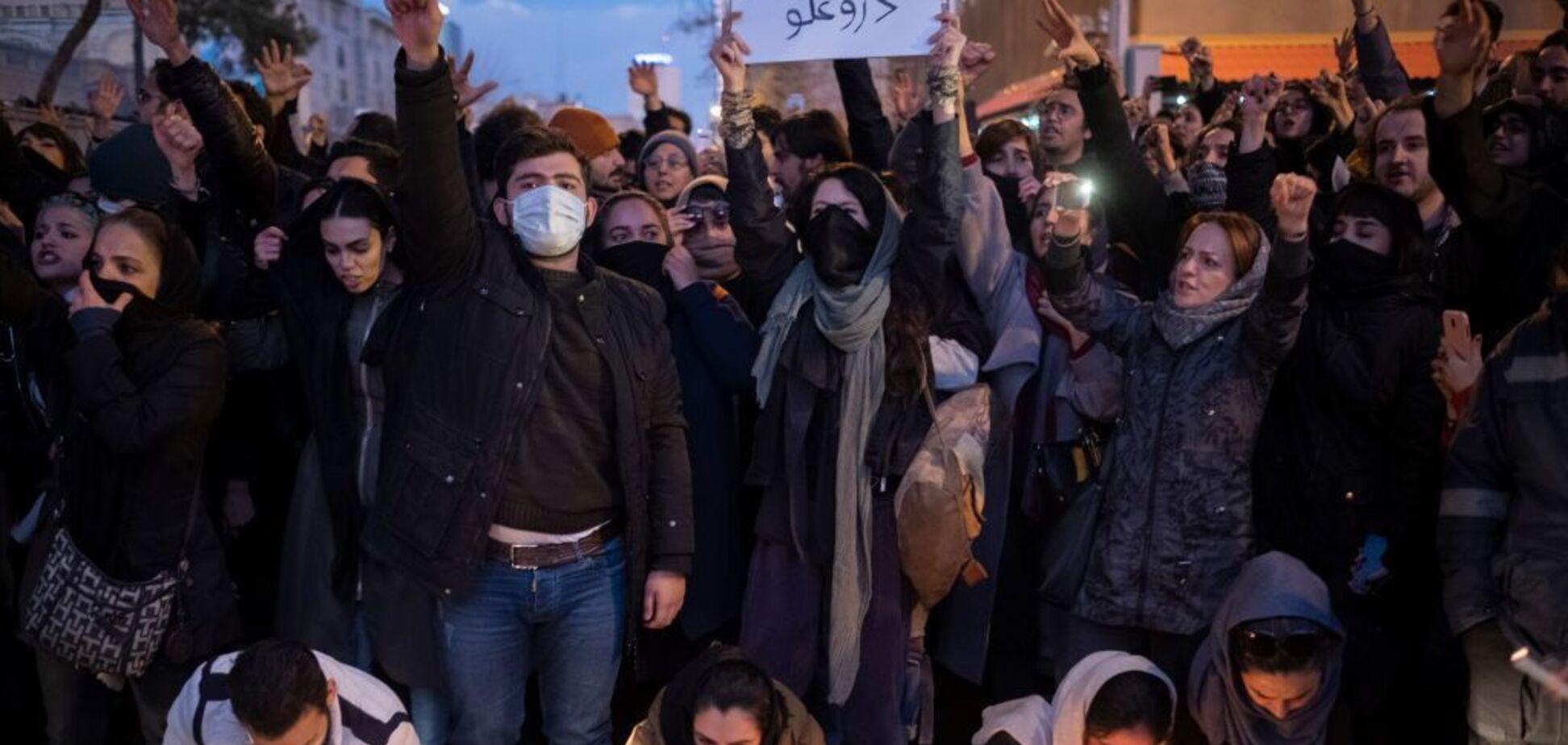 'Це сигнал': міжнародник назвав наслідки кривавих протестів в Ірані