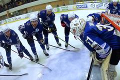 Украинский хоккеист забил гол-шедевр: видео момента показали с необычного ракурса
