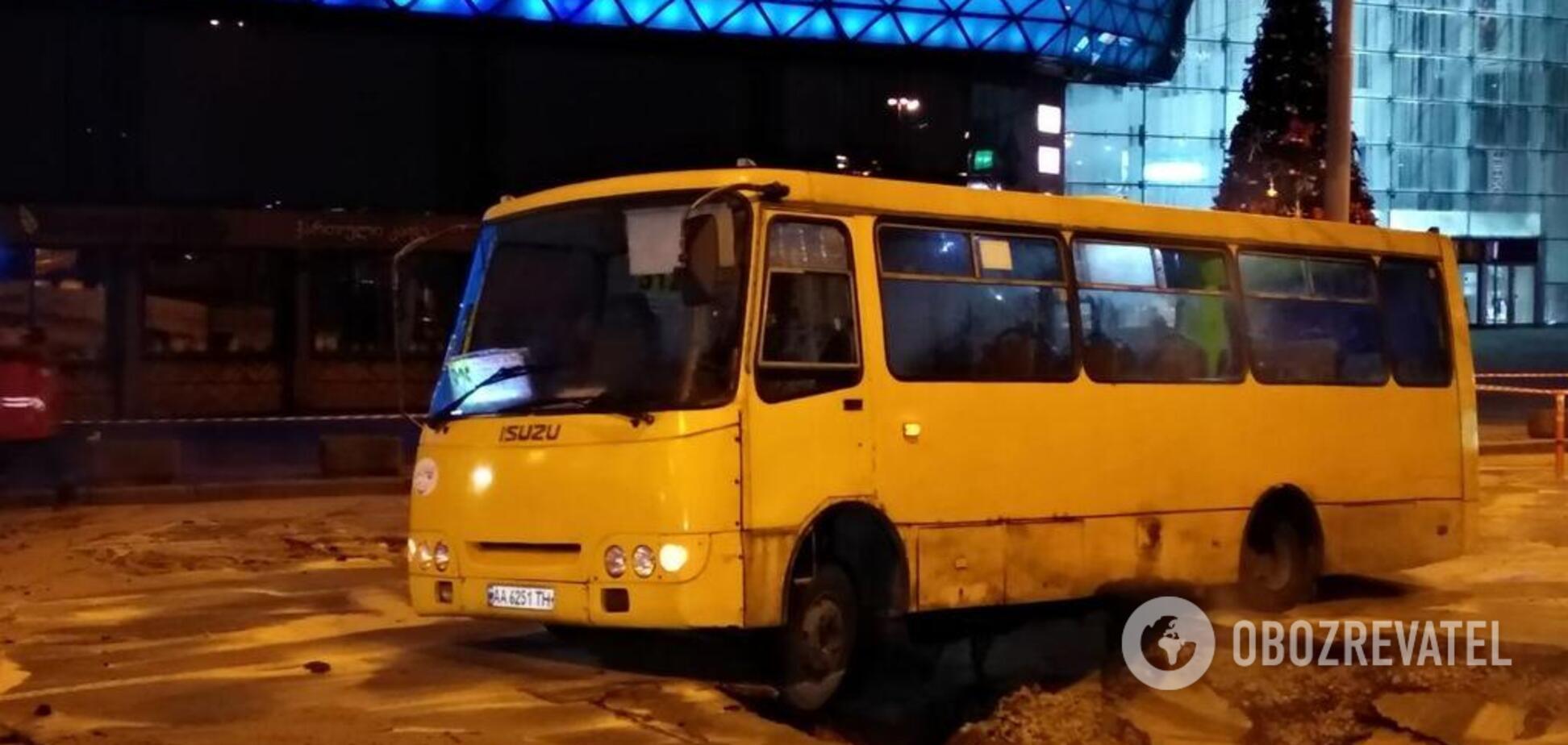 В Киеве прорвало теплосеть возле Ocean Plaza: что происходит на месте ЧП. Эксклюзивные фото