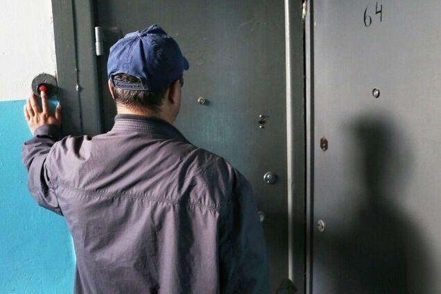 Под Днепром лжекоммунальщики избили и ограбили мужчину