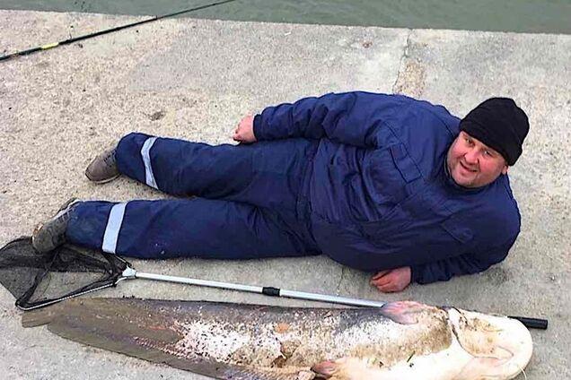 На Дунаї рибалки зловили сома в людський зріст