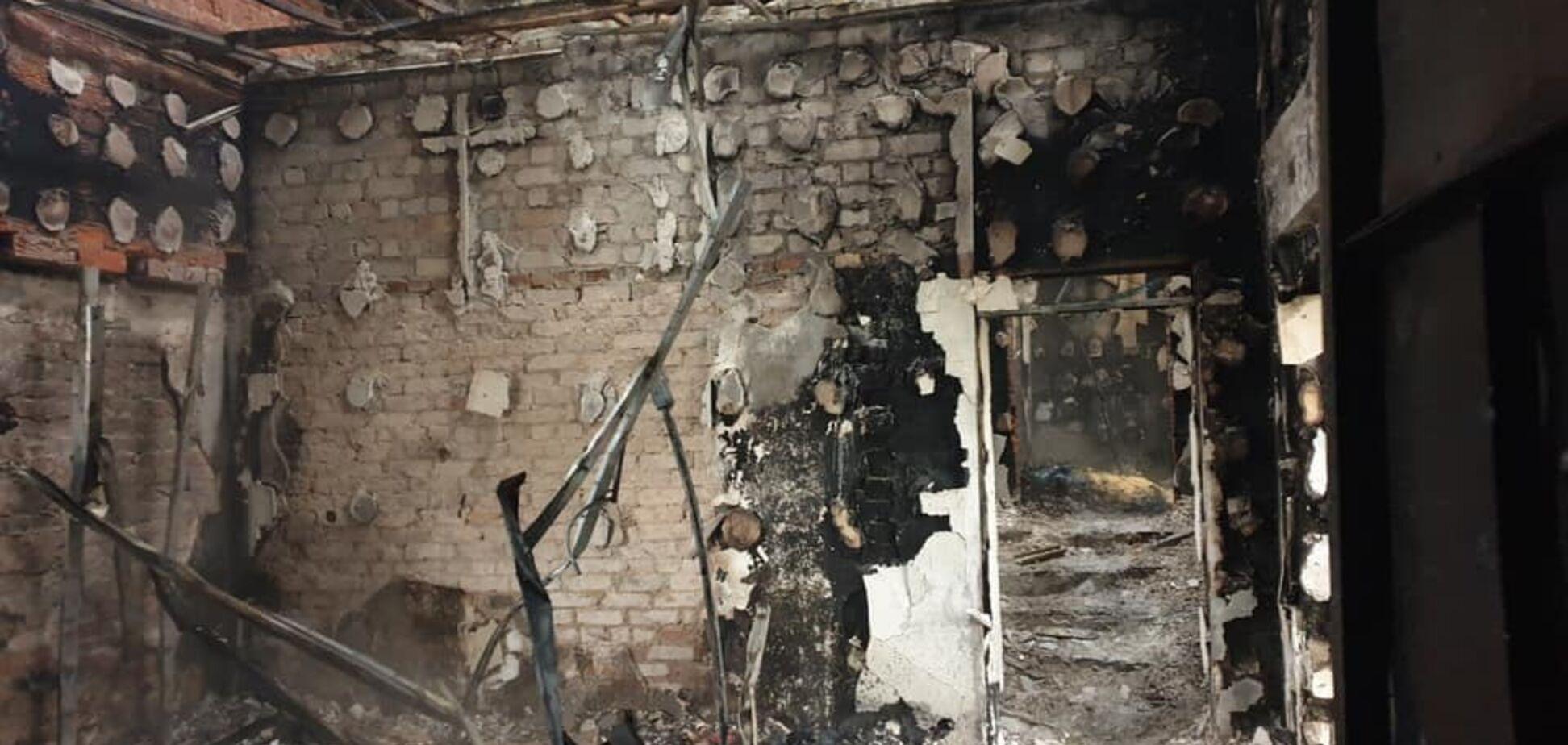 Пожежа знищила базу волонтерів ООС