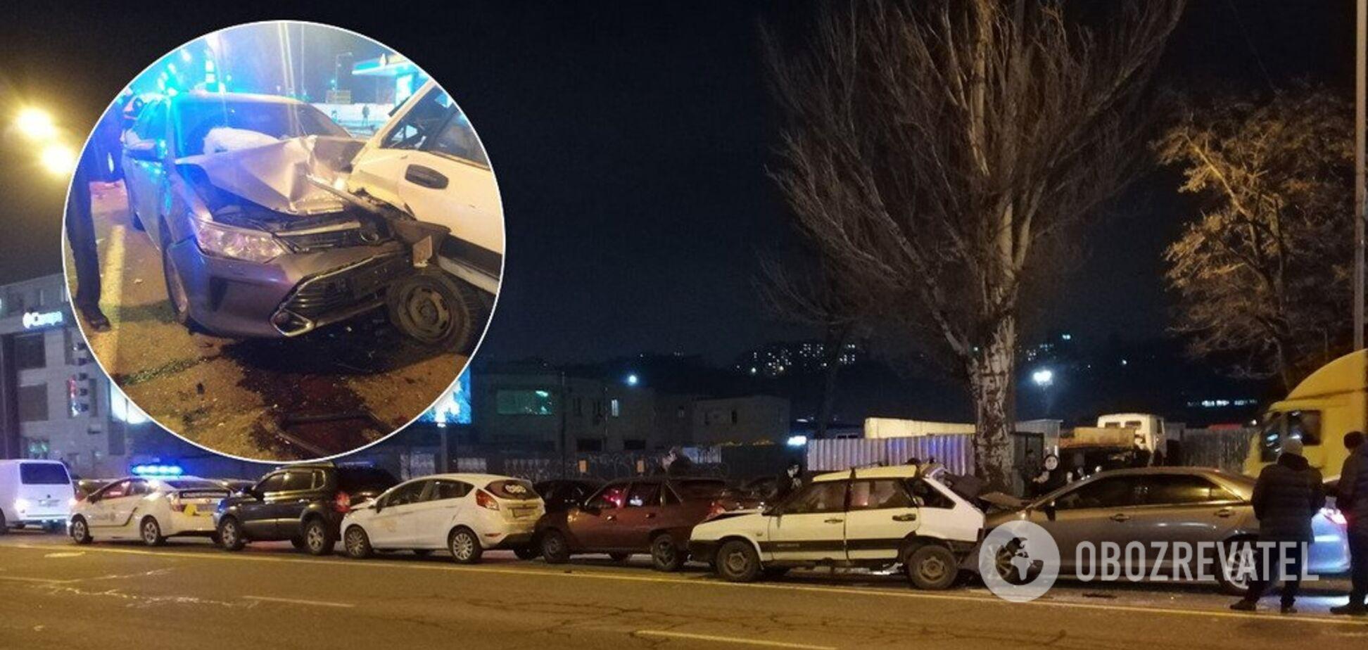 В Киеве Toyota на скорости влетела в пробку: фото и видео 'паровозика' из 6 авто