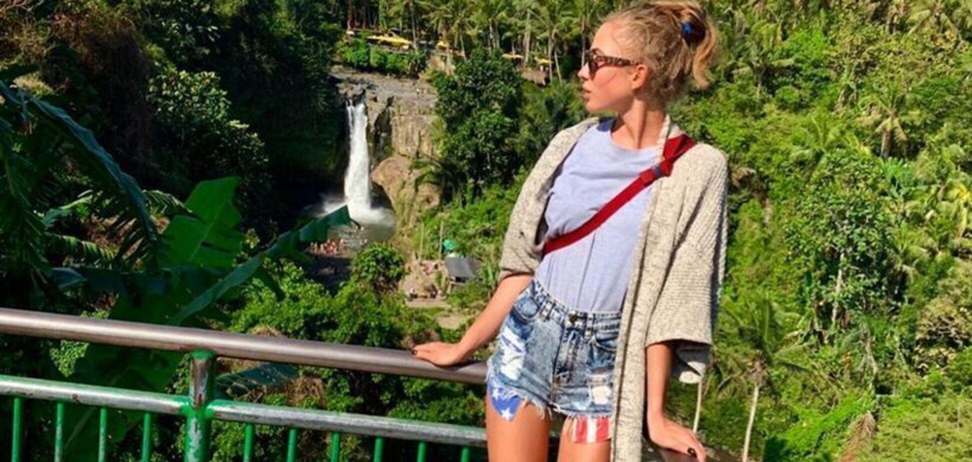 Дружина воротаря збірної України вразила бездоганними стегнами