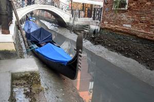 Сразу после наводнения: в Венеции пересохли каналы