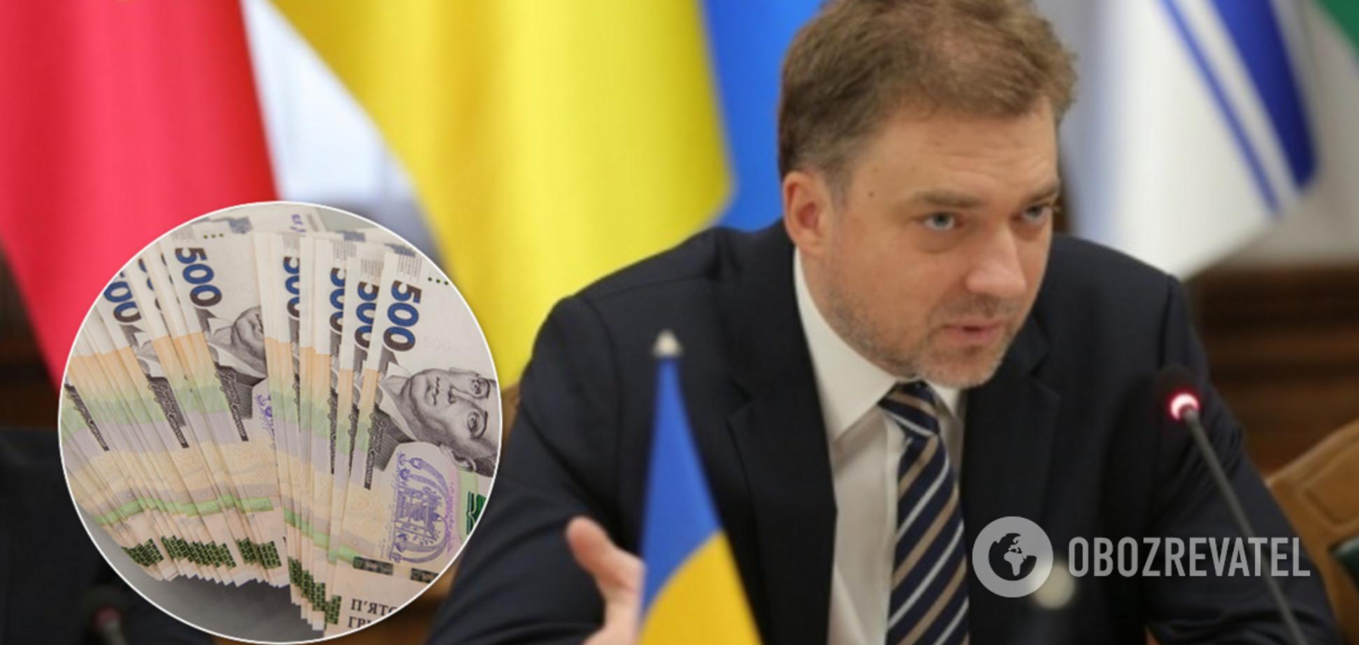 В 5 раз больше зарплаты: министр обороны Загороднюк побаловал себя крупной премией